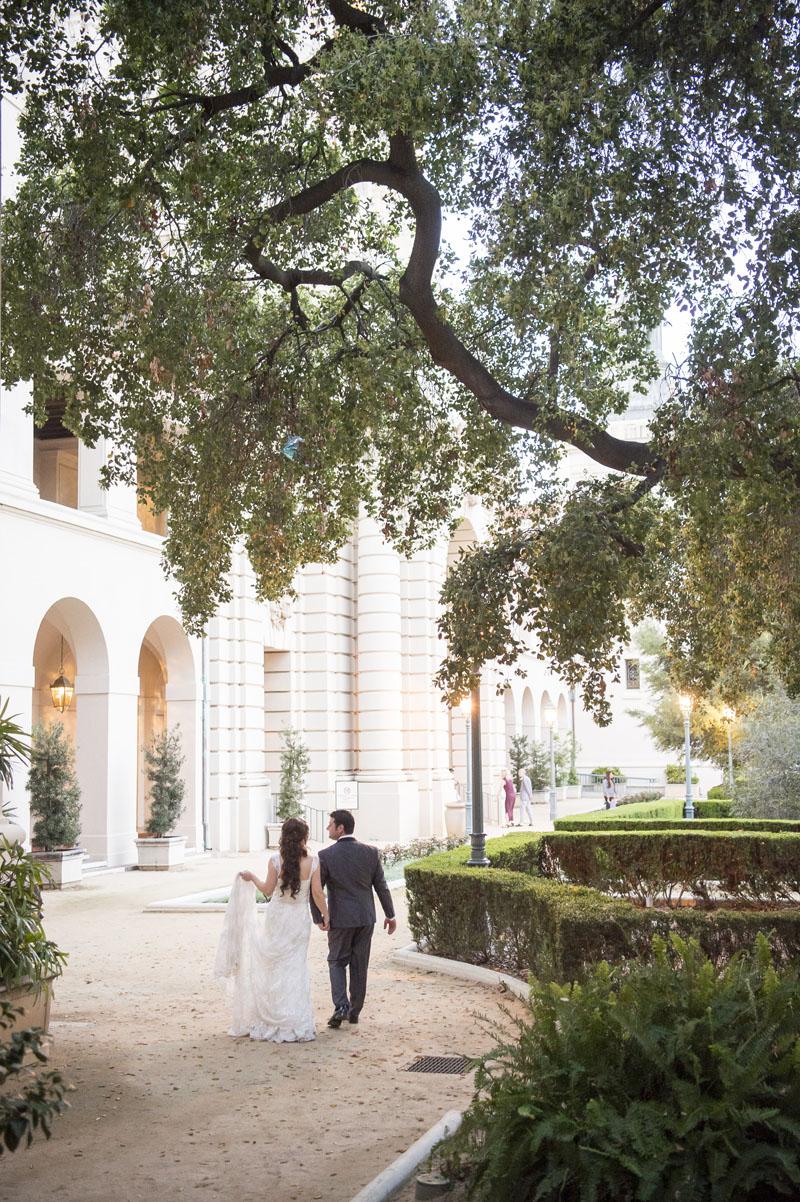 romantic wedding portrait at pasadena city hall