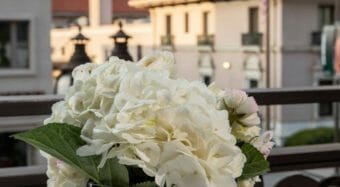 floral decoration with candles and pasadena city hall in the background