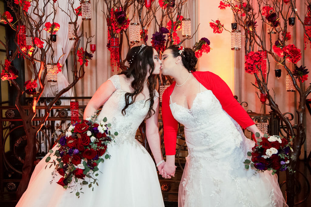 brides kissing in noor's sofia banquet hall los angeles wedding venue